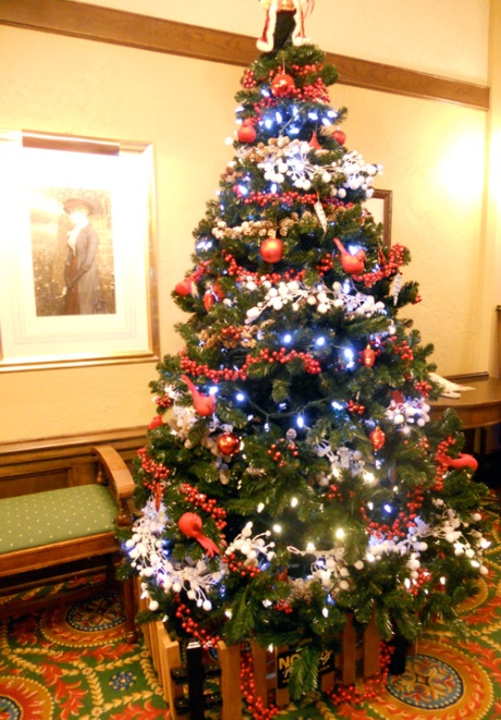 A lovely and traditional tree in the lower lobby. One can also find a beautiful display of vintage photos from the early history of the hotel and the city.