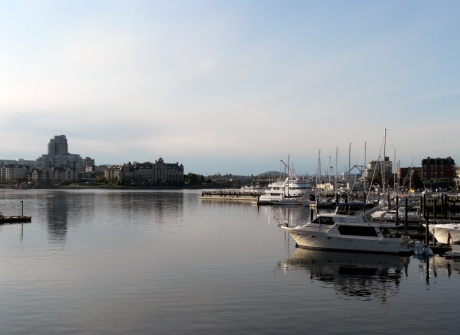 The cool evening mist beginning to arrive into the Inner Harbour.
