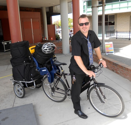 Mr. Damian Graham transports his gorgeous drum kit by bicycle!