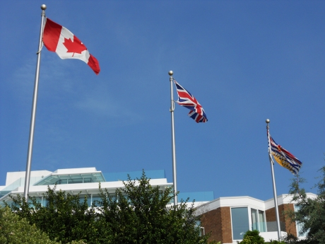 And just for fun, flags outside the lobby of the Inn at Laurel Point, just a little further along my route.